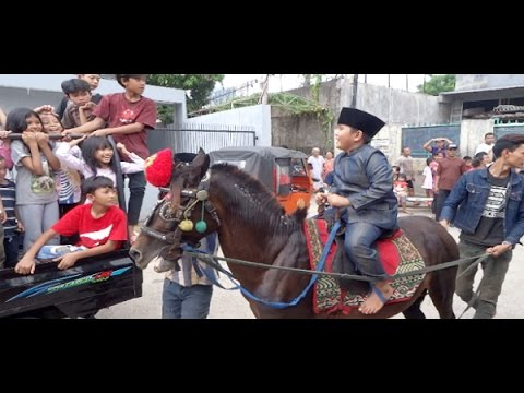 Tradisi Sunat Anak Betawi, Diarak Keliling Kampung Naik Kuda Diiringi Ondel-Ondel