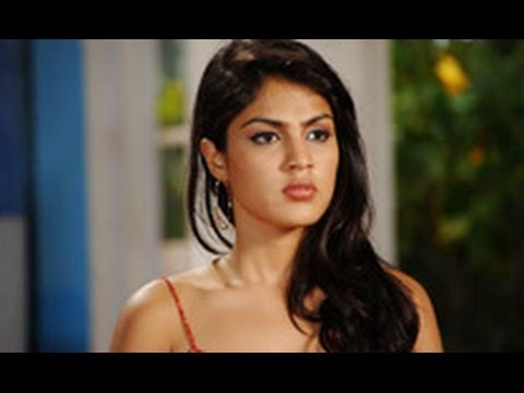 Omg! Actress Vj Rhea Chakraborty Groped In Broad Daylight! | Hindi Latest News | video
