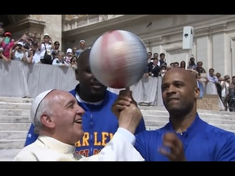 Pope Francis does basketball tricks with The Harlem Globetrotters