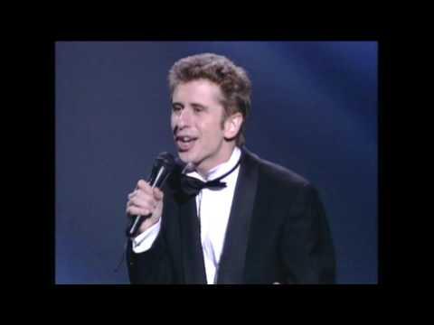 Gabino Diego canta Night & Day en los Premios Goya 1997