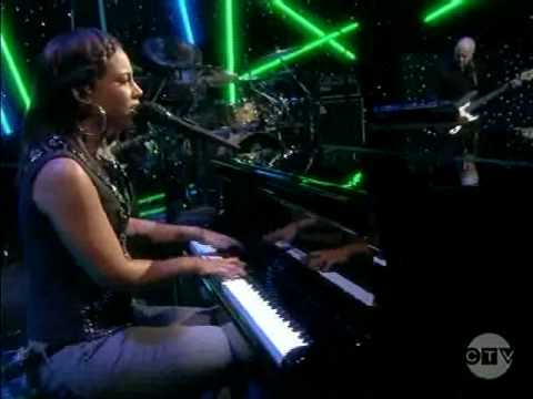 Alicia Keys - Empire State Of Mind (Live on The View)