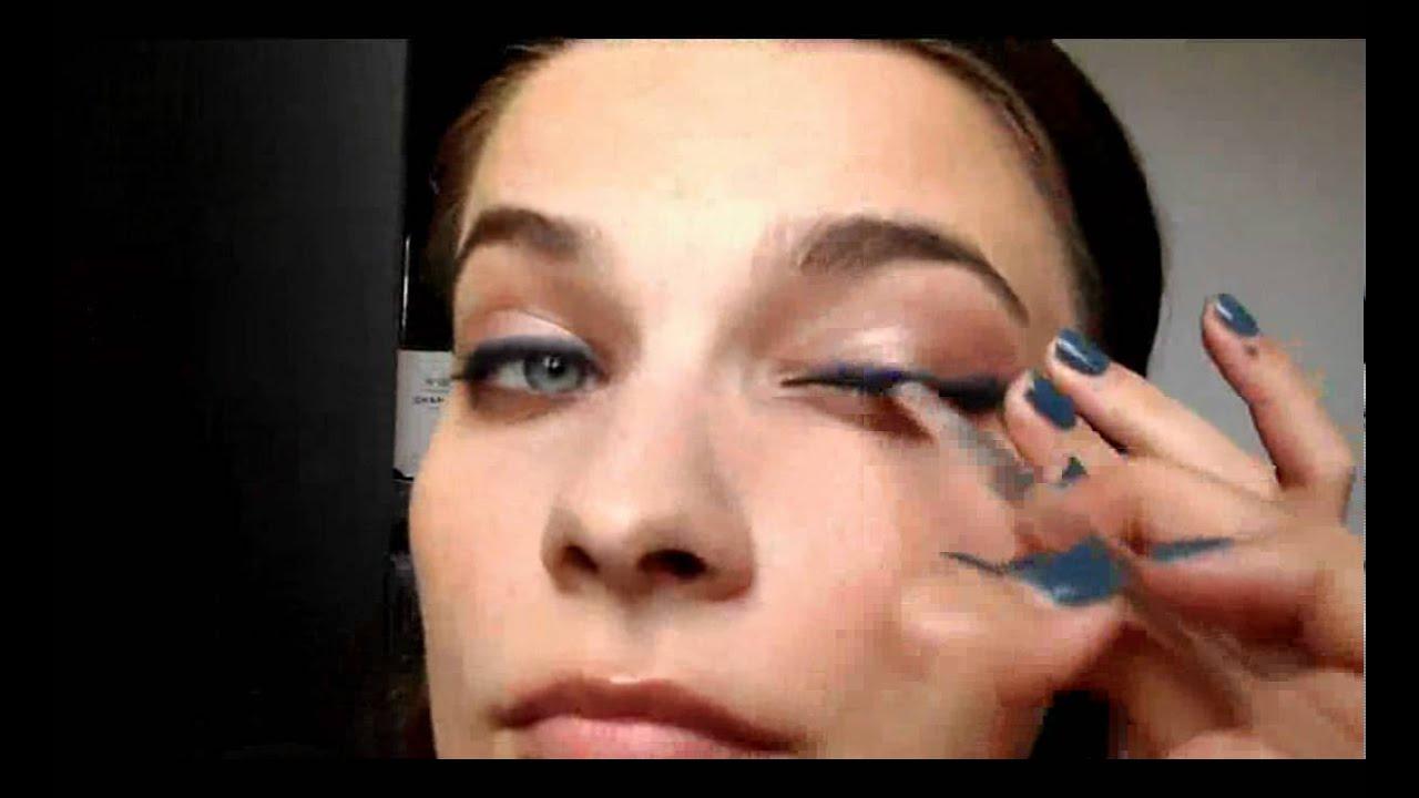 Comment Se Maquiller Avec Du Bleu Et Pouvoir Sortir De Chez Soi Youtube