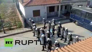 Greece: Clashes in Kastanies as No Borders group try to break police cordon