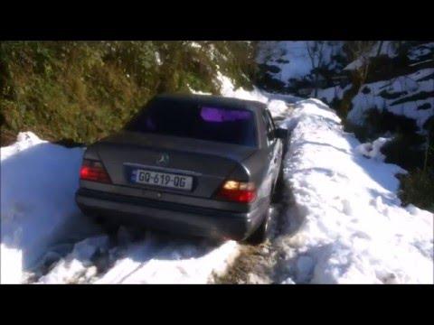 Mercedes E 320 in snow (w124)