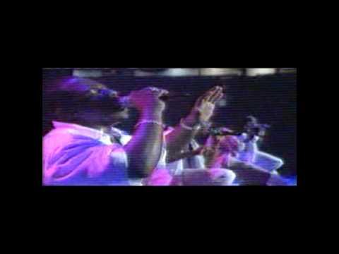 download lagu Boyz II Men- On Bended Knee- Live gratis