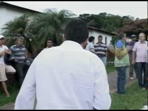 Acidente entre carreta e carro deixa três feridos em Araguari
