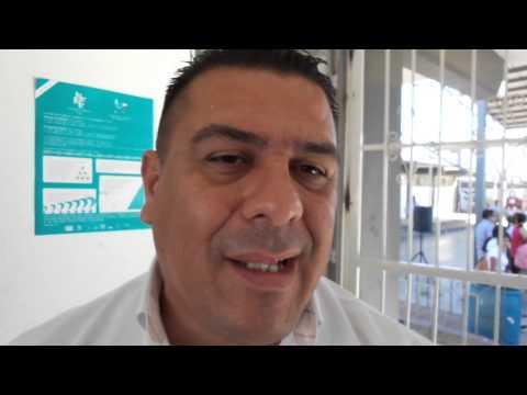Entrega uniformes escolares en secundarias de Guaymas - Francisco Manzanares