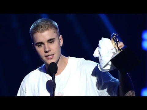 Justin Bieber WINS Top Male Artist & Top Social Media Artist At 2016 Billboard Music Awards