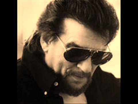Waylon Jennings - Looking For Suzanne
