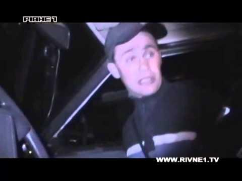 На Рівненщині нетверезий водій побив скло у патрульному авто ДАІ