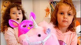 МИСС Кейти показывает свои ИГРУШКИ! Алис играет с Ферби:) Катя, Макс и Алис играют дома у Мисс Кейти