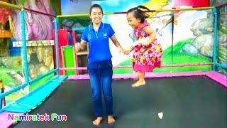 Bermain di Taman Trampolin , Sepeda , Mobilan di indoor playground for Kids Fun Pool of Mandi Bola