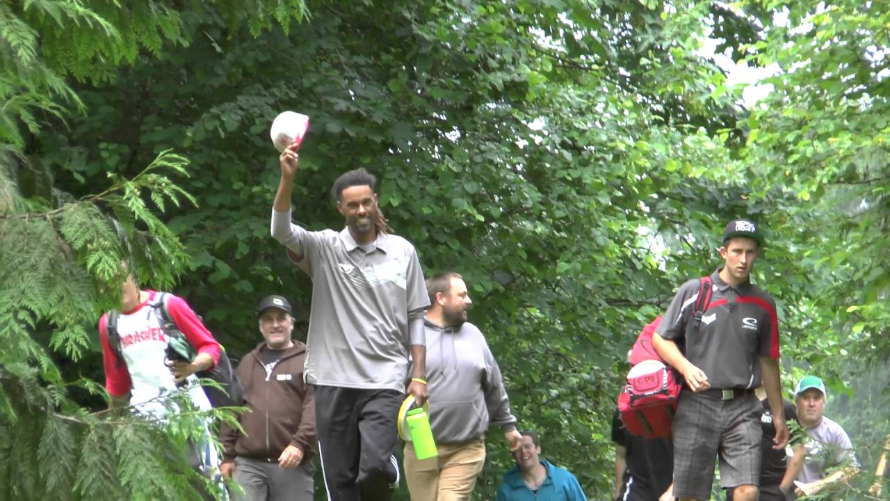 [Check Out This Disc Golf Pro's Amazing Accuracy From 850 Feet Away] Video