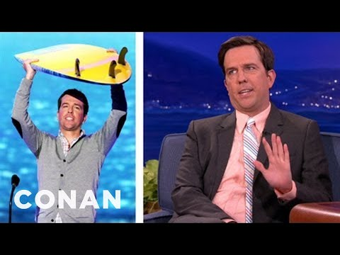 Ed Helms' Right Armpit Sweats A LOT