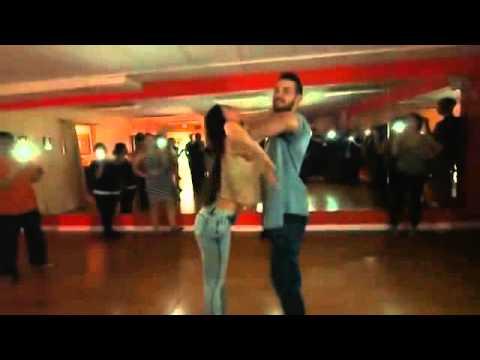 Танцует(1)