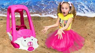 Sasha plays on the Beach an digs up Toys