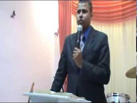 Ev. Rafael Donato pregando na tempo de Ver