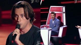 مقدم برامج مشهور يغني بثلاثة أصوات - فهل سيعرفونه ويدورون له ؟شاهد في ذا فويس الروسي