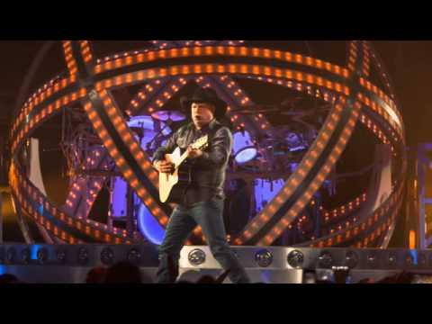 Concert Recap: Garth Brooks at Allstate Arena