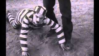 The Adventurer (1917) Charlie Chaplin--The Opening Chase