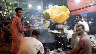 Madina Halwa Poori Street Food of Karachi Pakistan | Indian Cholay Bhature
