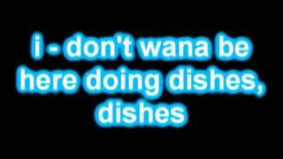 Watch R. Kelly Doin Dishes video