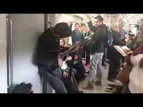 Viajando Con Estilo En Metro Chileno