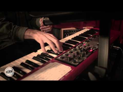 Miniatura del vídeo Toro Y Moi performing