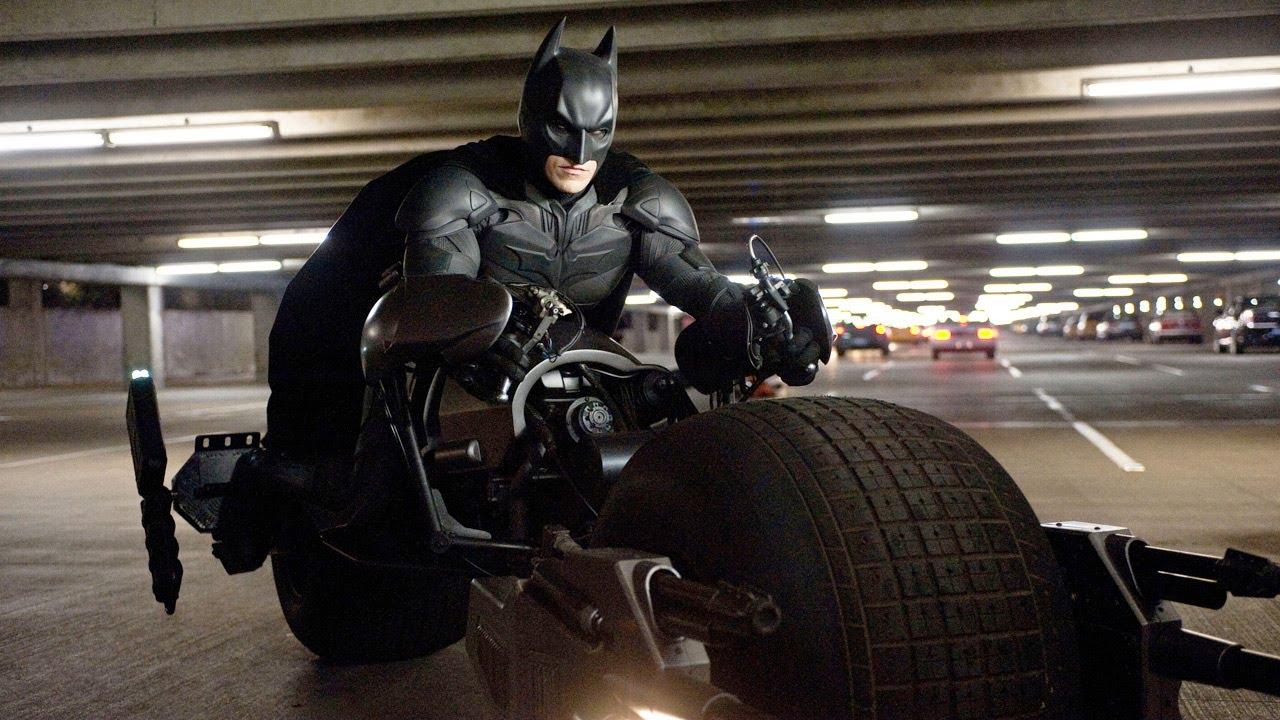 Мотоцикл Бэтмена трансформируется в Бэтмобиль