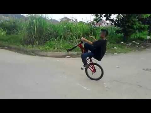 [VIDEO KEREN] Atraksi Sepeda BMX Anak Kecil di Samarinda