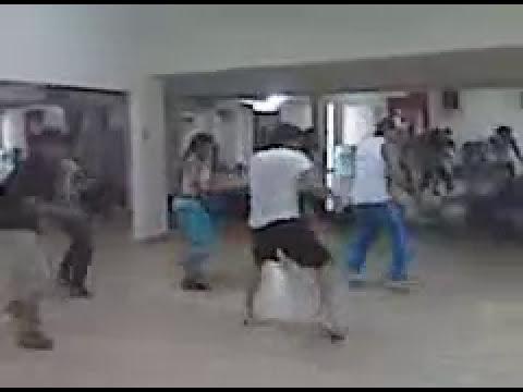 Enio y Jose Ignacio ensayan coreografía