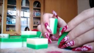 Leng red long nails play mahjong