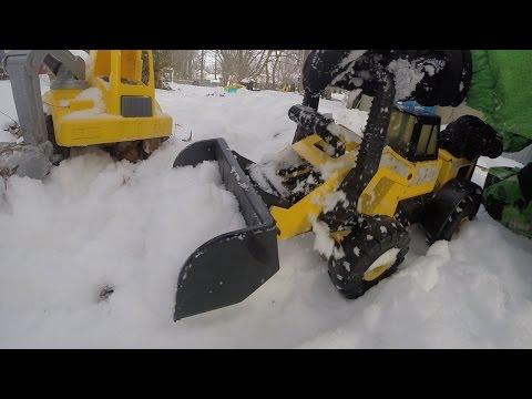 Tonka CONSTRUCTION TRUCKS DIG SNOW Dump Trucks POLICE Winter FUN!