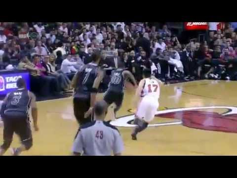Norris Cole steals the ball from Lin, but ends the play rather strangely....