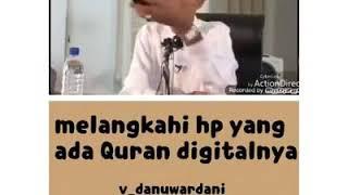 Hukum melangkahi hp yang ada tulisan Qur'annya