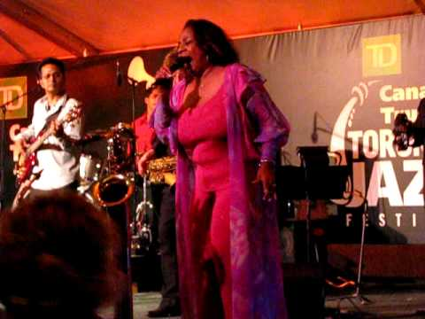 Merry Clayton performs Rolling Stones Gimme Shelter