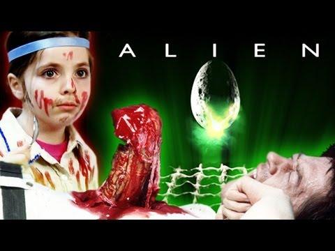 La escena del Chestburster en la película Alien recreada por niños