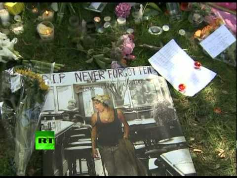 Amy Winehouse fans pay tribute after singer found dead in London