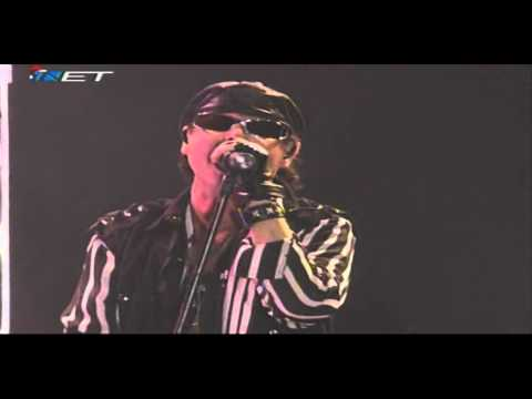 Scorpions - Love Em Or Lose Em