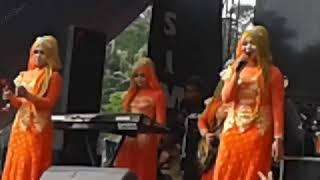 download lagu Glasses Wall - Neny - Qasima Live Perform 2017 gratis
