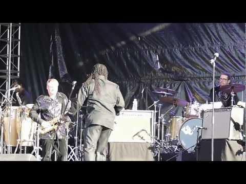The Earth, Wind&Fire Experience - Al McKay Allstars - Love You (CLIP - Live in Clamart)
