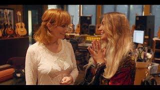 Download Lagu Reba's MY KIND OF CHRISTMAS Behind The Scenes - Reba & Lauren Daigle Gratis STAFABAND