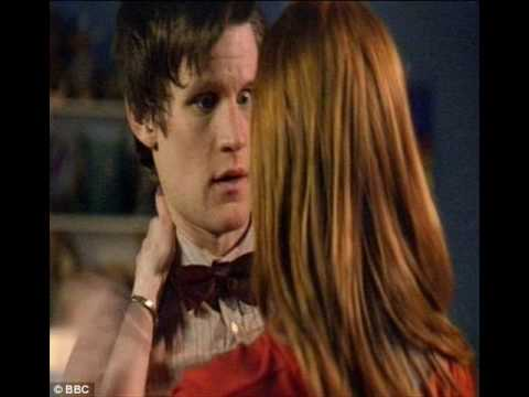 Doctor Who: Flesh and Stone - Amy Pond kisses the Doctor (Photos)