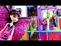 Барби в гостях у Дракулауры в школе Монстер Хай