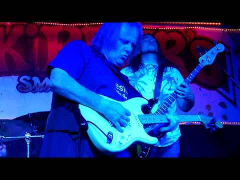 Walter Trout 2018 04 21 Tampa, Florida - Skipper's Smokehouse - Almost Gone