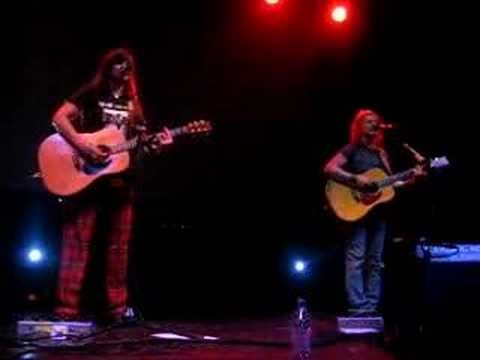 Indigo Girls do Prince of Darkness in Bristol, UK