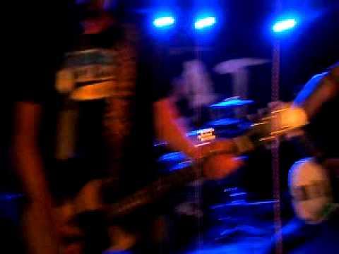 Pojat - 2.8.2012 - Siipi Lonksuu Niin (Live)
