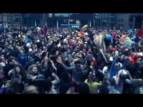 http://www.facebook.com/LionprideTV Harlem Shake - Leeuwarden Officially the biggest recorded Harlem Shake in the world! Over 3000 people got together on the...