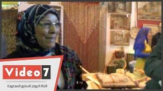 وزيرة القوى العاملة تشترى أوانى فخارية.. وموظفة تمنحها