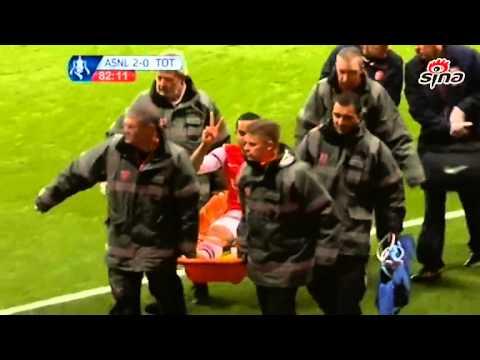 Theo Walcott mocking Tottenham fans, Arsenal vs Tottenham 2-0